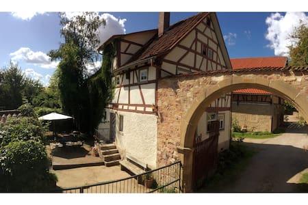 Kuscheliges Fachwerkhäuschen im Schlossgut