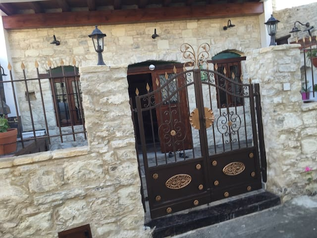 Traditional Stone House in Lania - Laneia