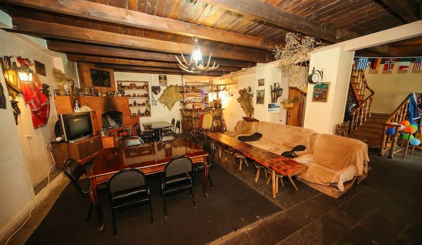 Kazbegi Guest House-LELA