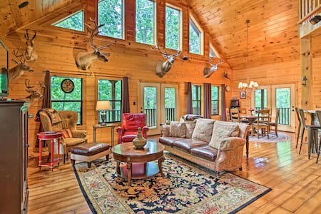 NEW! Secluded Modern Cabin, ~25 Mi to Bentonville!