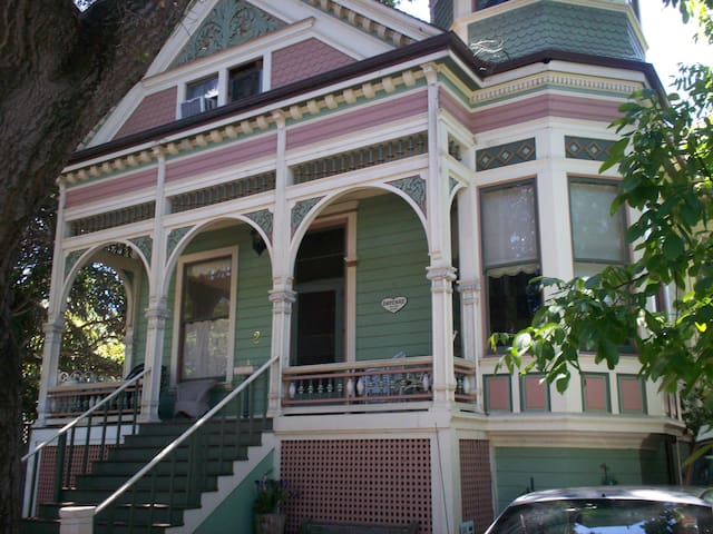 San Mateo Victorian Bedroom - San Mateo - Casa