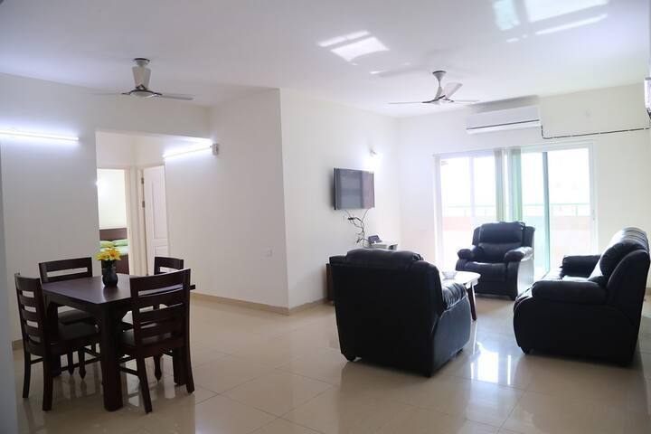 New Luxury 3 BR furnished apt. w/modern amenities
