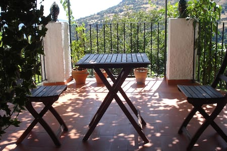 Lovely village house, terrace views - Casa
