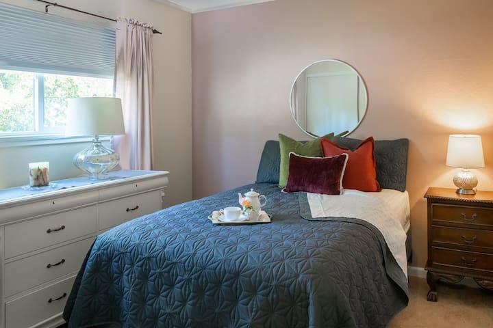 Second Bedroom, Full Bed
