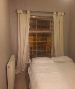 Bright Clean Double Room Available - Prestwich