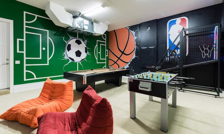Sun-Filled 7 Bdrm Haven with Sports Themed Game Room at Reunion