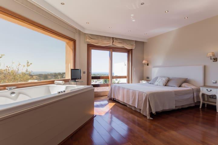 Villa in IBIZA next to DESTINO and Talamanca beach