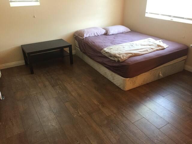 自助旅行之家---ONT Pickup, Room near ONT Airport - Fontana - Bed & Breakfast