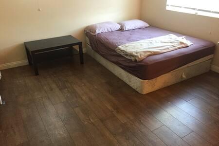 自助旅行之家---ONT Pickup, Room near ONT Airport - Fontana