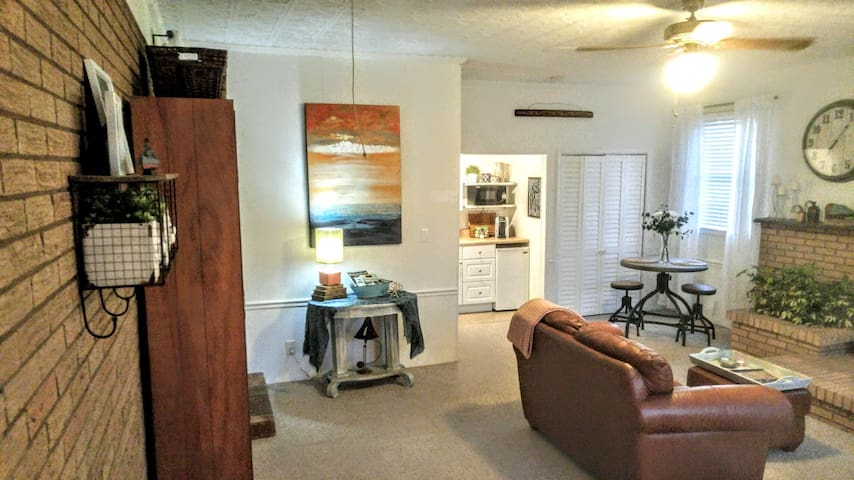 Tasteful and Spacious In-Law Apartment near UNCC