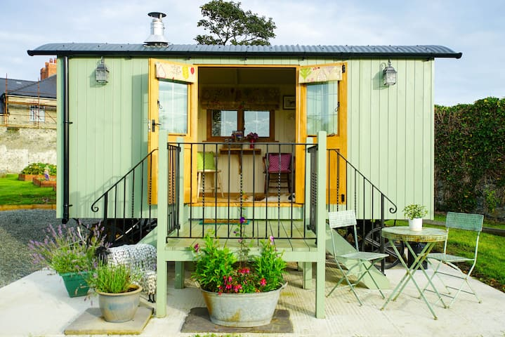 Y Gorlan/The Fold Shepherds Hut - Llanfigael - Choza
