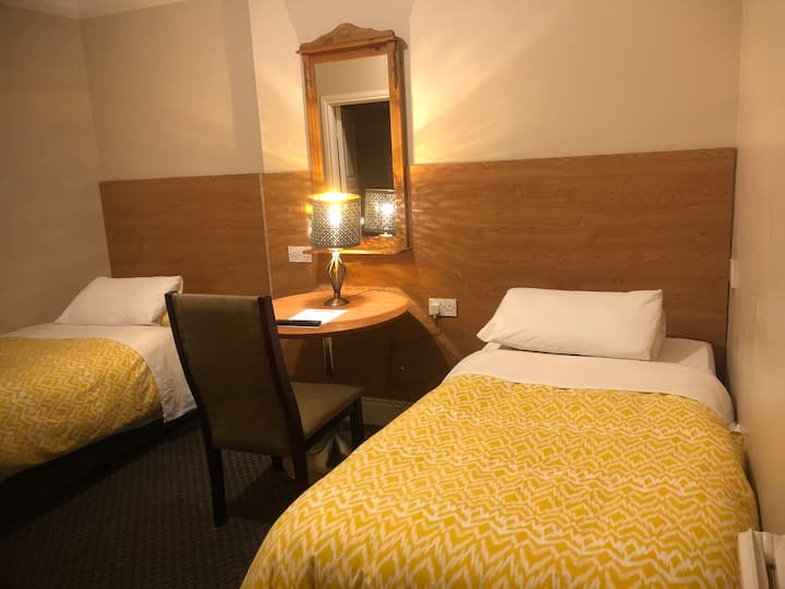 Twin room with en-suite in Drogheda B & B