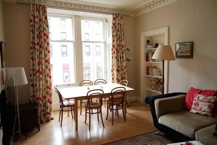 Central & spacious 2 bedroom & 2 bathroom flat