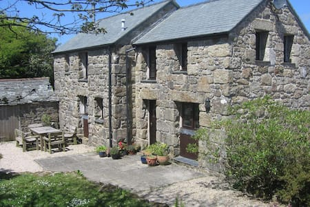 Secluded, rural, detached granite barn conversion - Sancreed