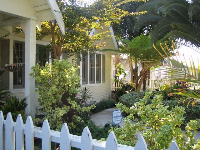Casa de Luna, Inglewood, CA