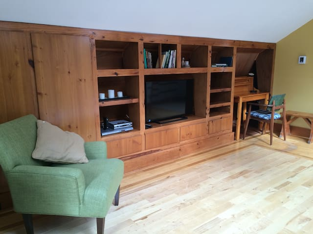 Newly renovated birch wood flooring, tv and desk