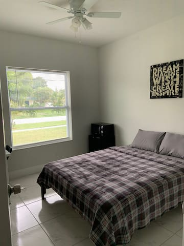 Private Bedroom, new construction, close beach