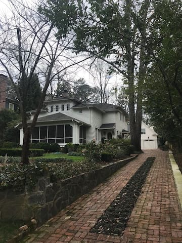 1 Bedroom Buckhead Carriage House-Close to Midtown