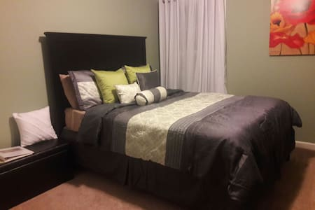 Charleston Charm, room #2 minutes from downtown! - North Charleston