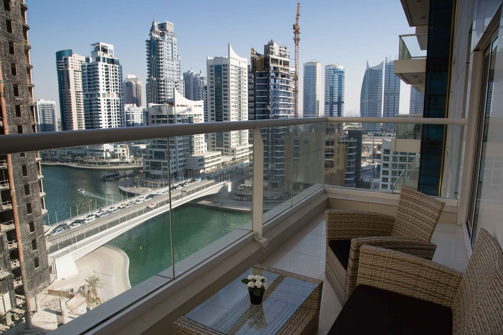 Amazing views to Dubai Marina from the balcony