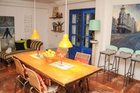 LOVELY DOUBLE ROOM WITH BALCONY - Sant Rafael - บ้าน