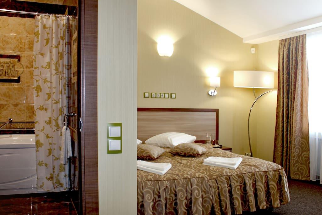 Гостиница «Меридиан» - это всегда отличный выбор для тех, кто хочет с комфортом провести время в командировке, отпуск в кругу семьи или друзей, медовый месяц.