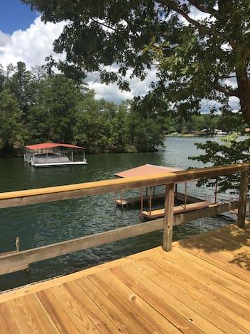 Relaxing Home on Beautiful Lake Hamilton
