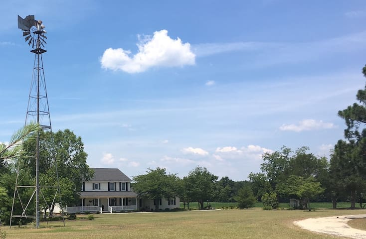 Farmhouse Stay; Pet friendly; 1 Hr from Charlotte