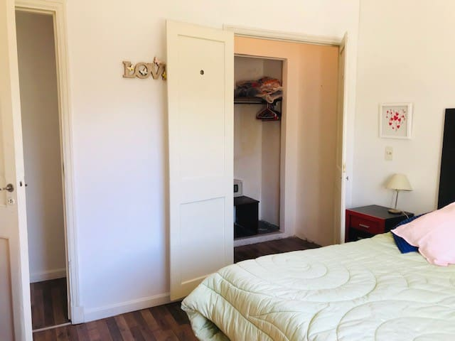 placard + espacio vestidor + espejo + caja de seguridad