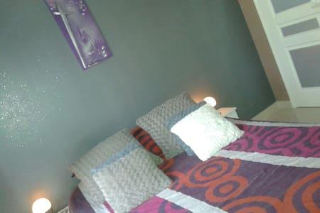 Belle Chambre très au calme , SDB  et WC privés - Mudaison