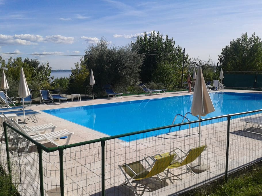 Ap4 lago di garda giardino piscina appartamenti in for Appartamenti lago di garda affitto agosto