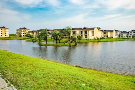 Luxury 4-Bedroom House in Lakowe Lake Resort