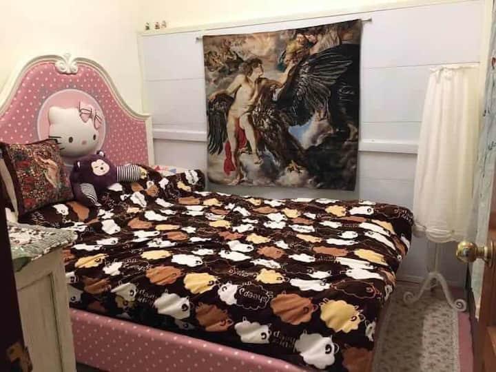 粉紅Hello Kitty 房間,歡迎包棟詢問。