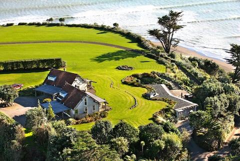 Ahu Ahu Beach Villas, Family Villa