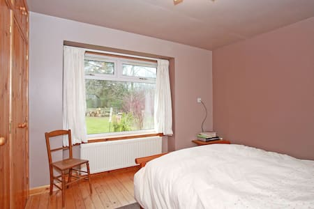 Double room with a nice view on the ground floor. - Netherley
