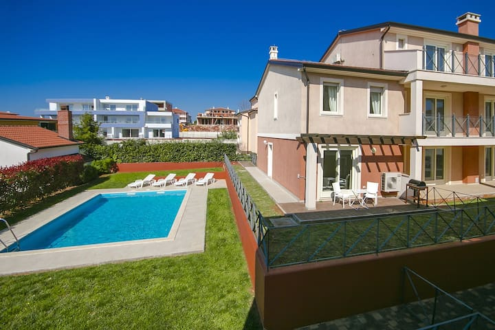 Modern Apartment Adriano with Pool - Općina Novigrad - Lejlighed