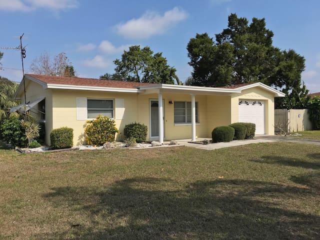 Comfortable Florida Getaway Home - Seminole - บ้าน