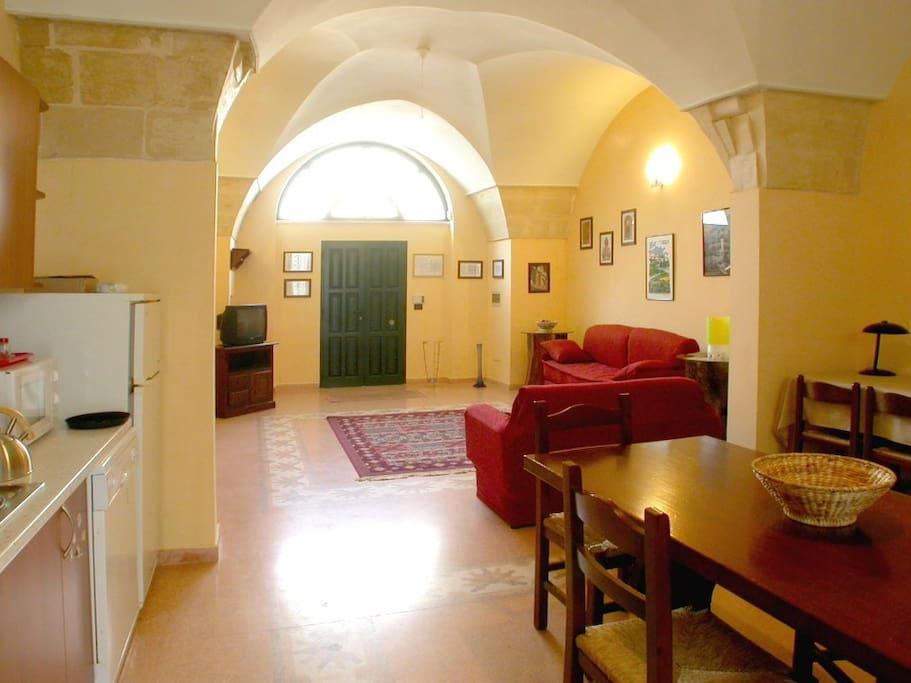 la sala pranzo-cucina al pianoterra