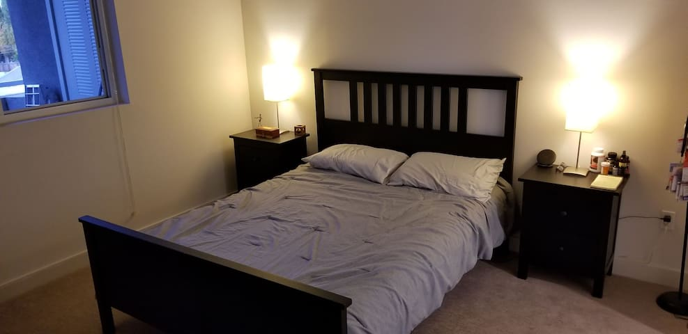 Clean Comfy Room w/ Private Bathroom in Luxury Apt