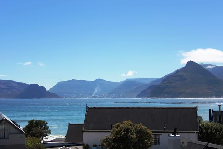 Beach Apartment - Long Beach - Surfers Paradise - Cape Town - Apartmen
