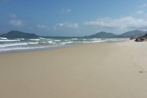 Beachbungalow on a peninsula Vịnh Hòa