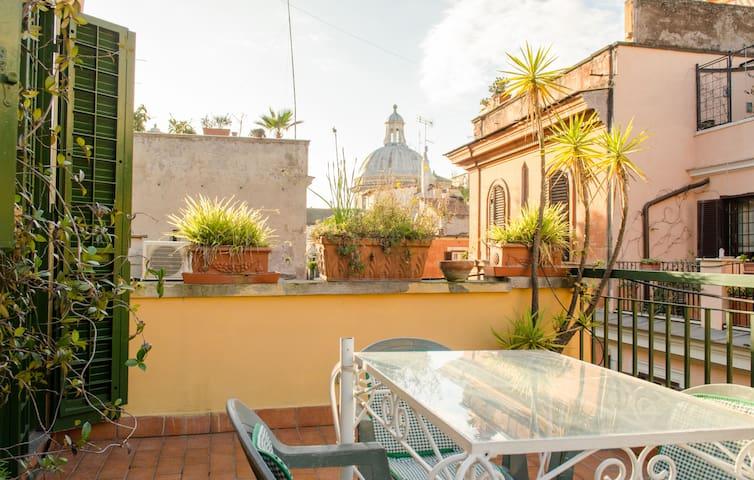 Top floor studio apt with terrace