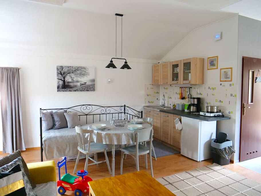 Kitchen with single seatbed
