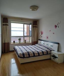 107平方2楼精品公寓日租房。