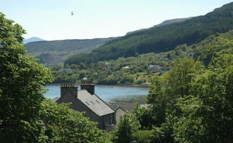 2 double bedroom flat -lovely view  - Portree