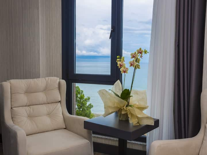 Royal Axis Suite Hotel - Deluxe Room Sea View
