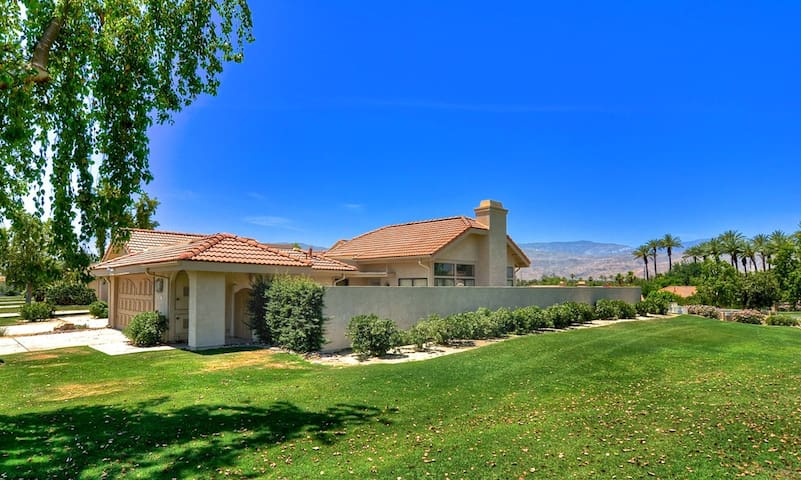 Beautiful Condo, Great Location!!!! - Palm Desert - House