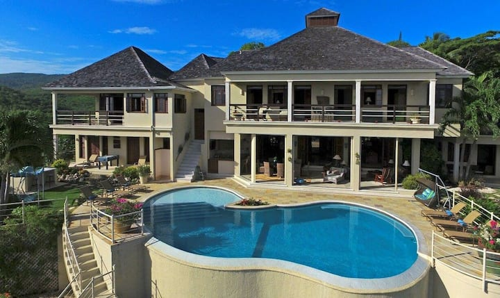 BEACH MEMBERSHIP! CHEF! INFINITY POOL! BUTLER SERVICE FIRST CLASS! Greatview 6BR