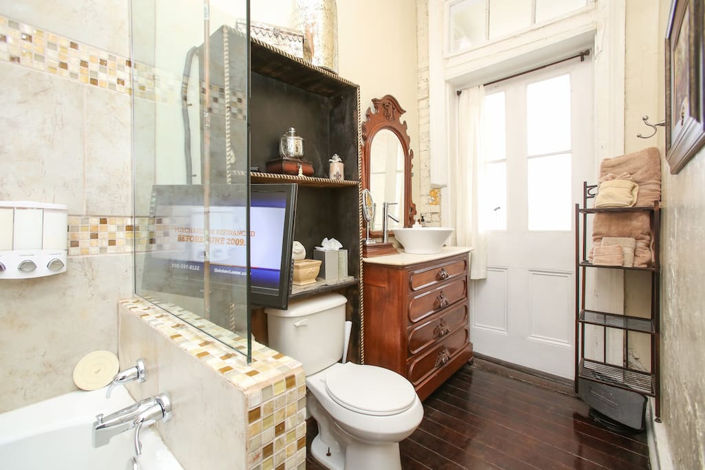 Jetted tub/ shower. Bath tv .