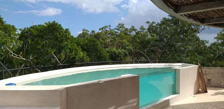 Wounderful brand new rooftop w/private pool. A L4